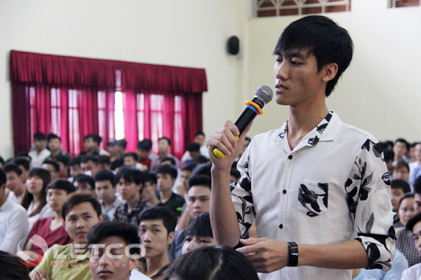 sinh vien hao hung dang ky tham gia chuong trinh ja vitech
