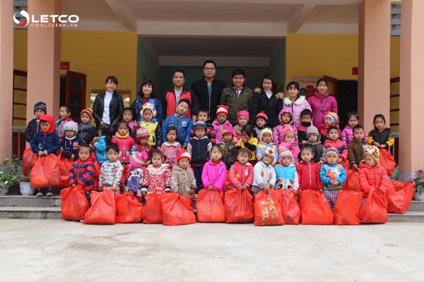LETCO trao hơn 500 phần quà cho trẻ em vùng cao Sơn Vĩ, Hà Giang