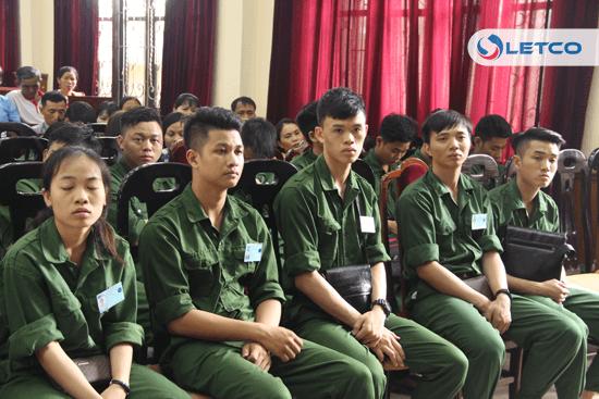 64 thuc tap sinh va gan 200 nguoi bao lanh tham gia ky hop dong