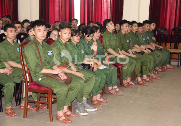 51 thuc tap sinh letco lam thu tuc xuat canh