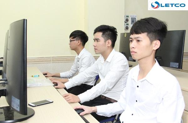 13 thí sinh tự tin thể hiện bản thân buổi thi tuyển KTV Công ty EPS