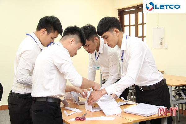 Công ty Kansaiseiko tuyển dụng qua bài thi: Chế tạo cầu bằng giấy